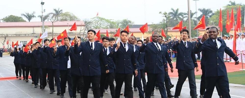 Đoàn cán bộ Trường Đại học Hàng hải Việt Nam đến với Trường Sa.
